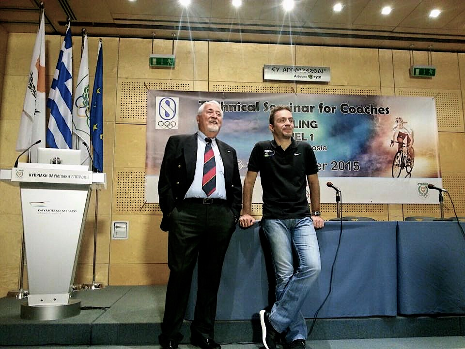 Ο Βασίλης Αναστόπουλος με τον Πρόεδρο της Κυπριακής Ομοσπονδίας Ποδηλασίας