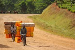 Εκεί όπου το ποδήλατο αποτελεί τη μοναδική ρουτίνα! Είναι η πρώτη μου φορά  σε αφρικανικό έδαφος και τα μάτια μου δεν μπορούν να «χορτάσουν» την  αδιάκοπη ... 599a4b7dfec