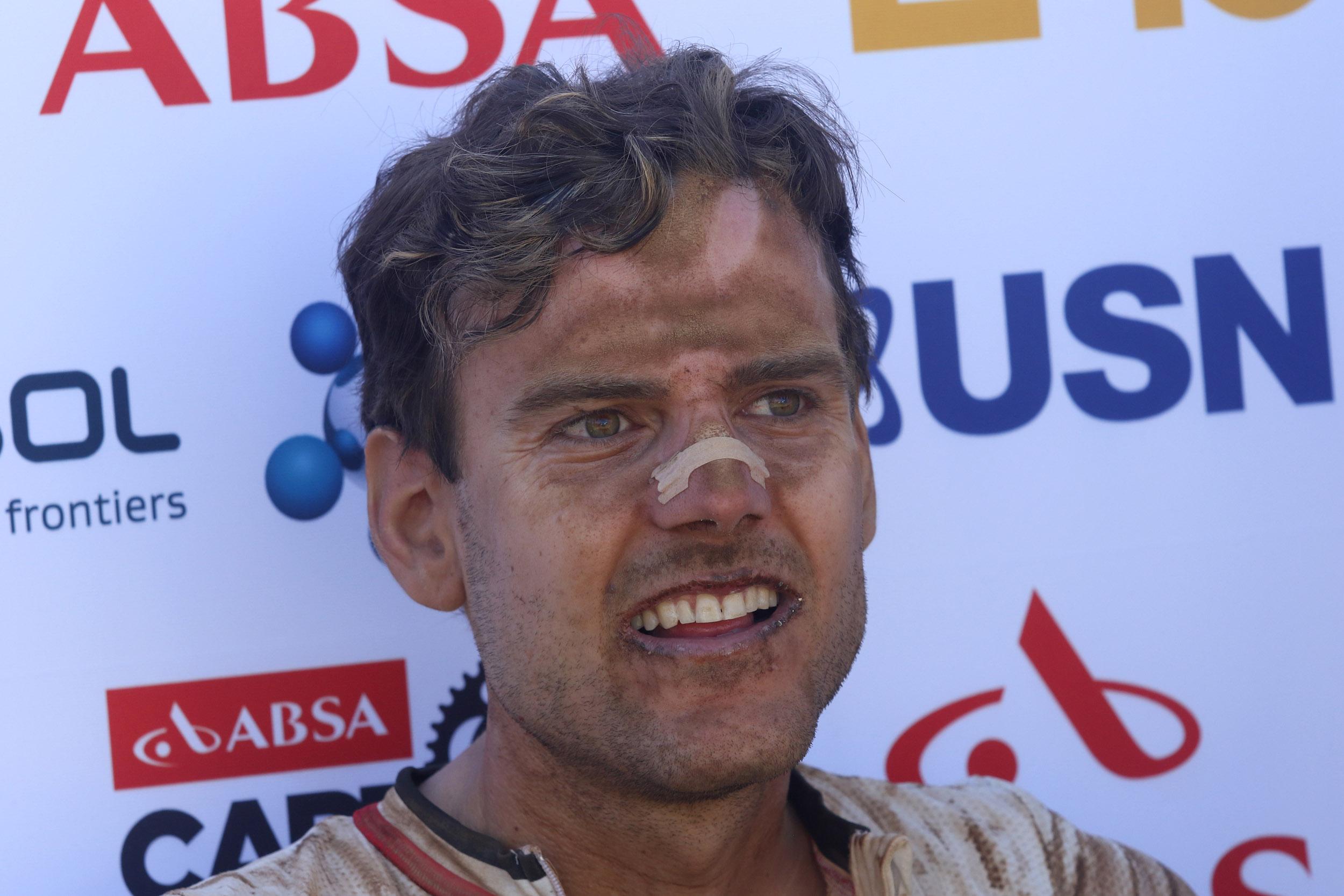 Εξουθενωμένος από τη ζέστη και τη σκόνη, ο Περικλής Ηλίας της Dolomiti Superbike τερμάτισε στην τρίτη θέση του stage 1 του Absa Cape Epic Mountain Bike από το Saronsberg Wine Estate ως το Tulbagh, της Νοτίου Αφρικής, στις 14 Μαρτίου 2016. Photo by Shaun Roy/Cape Epic/SPORTZPICS PLEASE ENSURE THE APPROPRIATE CREDIT IS GIVEN TO THE PHOTOGRAPHER AND SPORTZPICS ALONG WITH THE ABSA CAPE EPIC {ace2016}