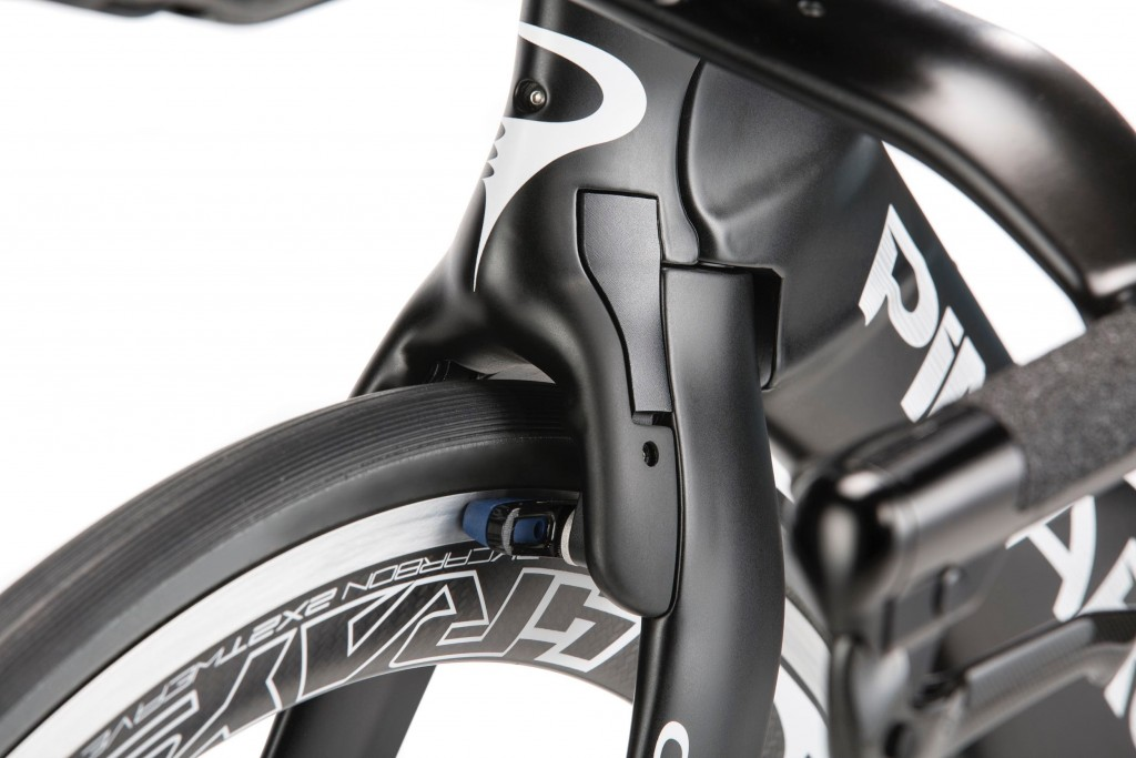 pinarello-bolide-tt-2016-headtuve-and-integrated-brake