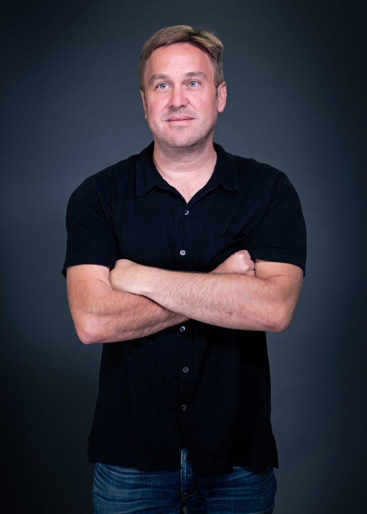 """Ο εμπνευστής και """"αφεντικό"""" της εταιρείας, Tony Karklins ποζάρει για το MBike"""