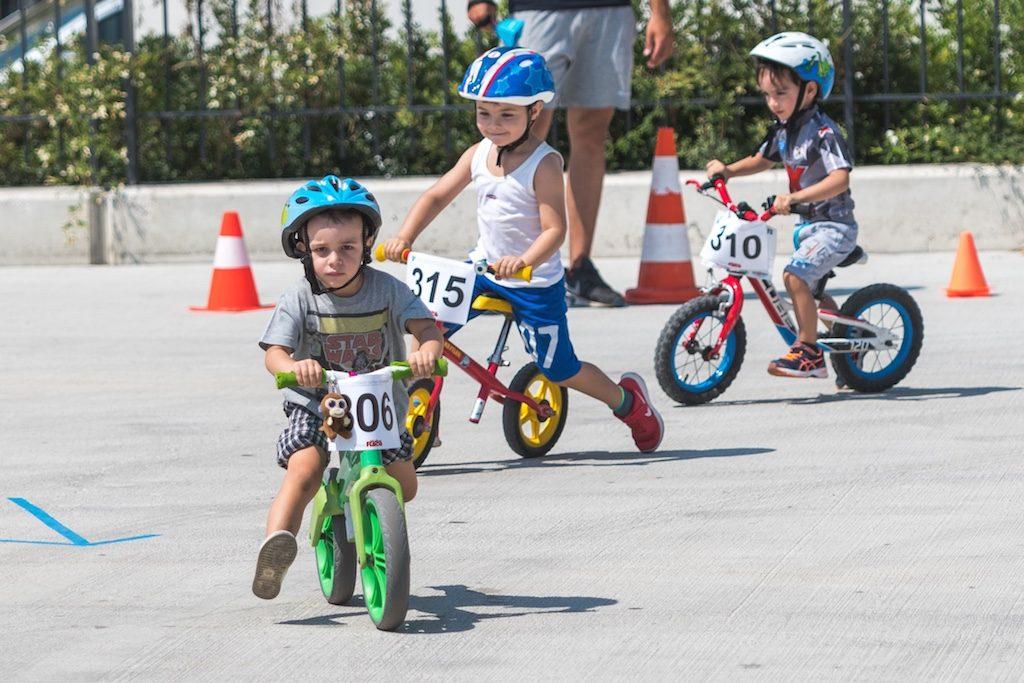 αγώνας με ποδήλατα ισορροπίας Walker Race